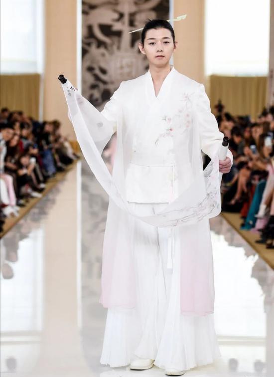 罗云熙王一博的古风穿搭 完美展现国风style