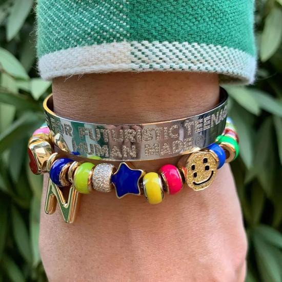 CPFM的串珠手链鲜艳有趣