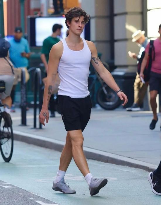 当地时间9月7日,Shawn Mendes现身纽约