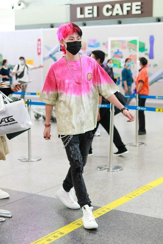 9月9日,王琳凯现身北京机场