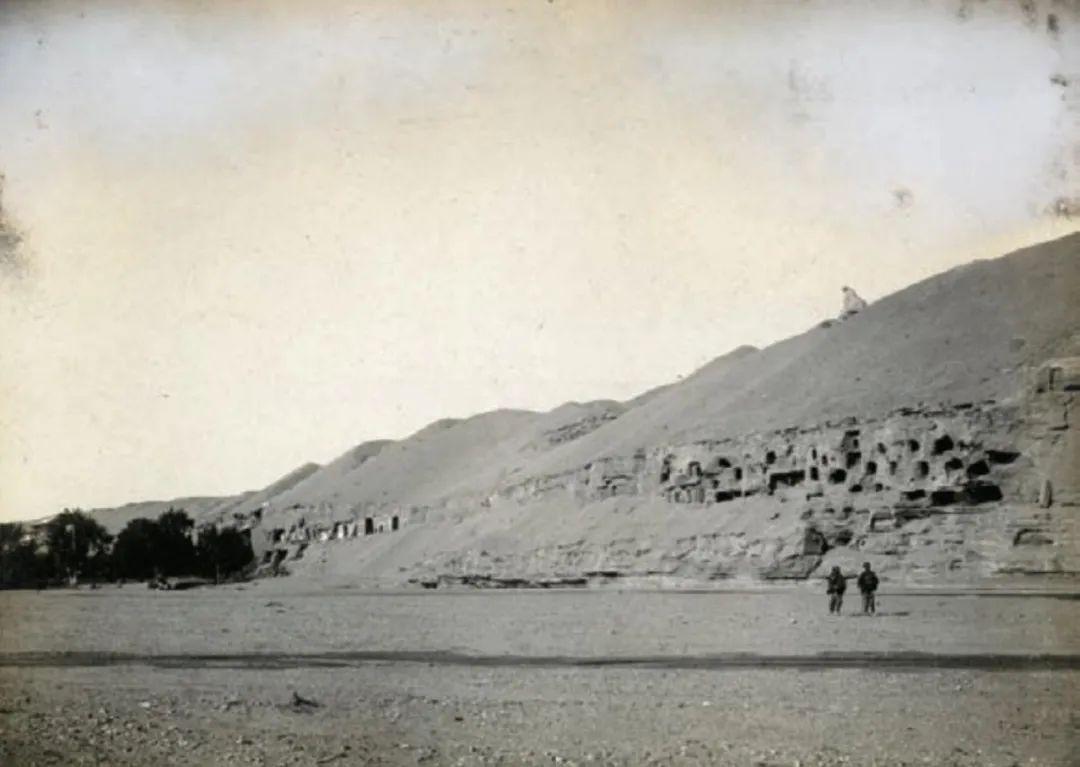 ▲ 斯坦因1907年5月拍摄的莫高窟